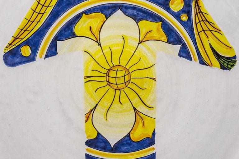 segnalEtica_Freccia_dettaglio01 _piatto ceramica maiolica decoro caltagirone pantoù ceramics