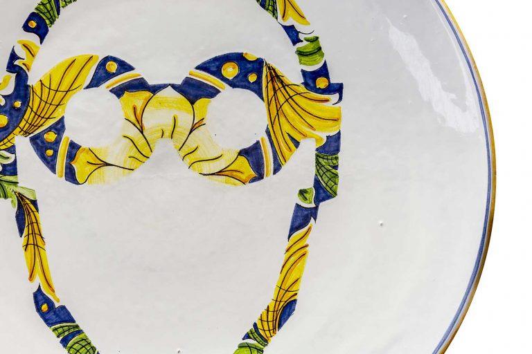 segnalEtica_Occhiali di sicurezza_dettaglio03 _piatto ceramica maiolica decoro caltagirone pantoù ceramics