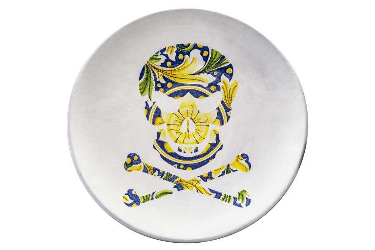 segnalEtica_Pericolo morte _piatto ceramica maiolica decoro caltagirone pantoù ceramics