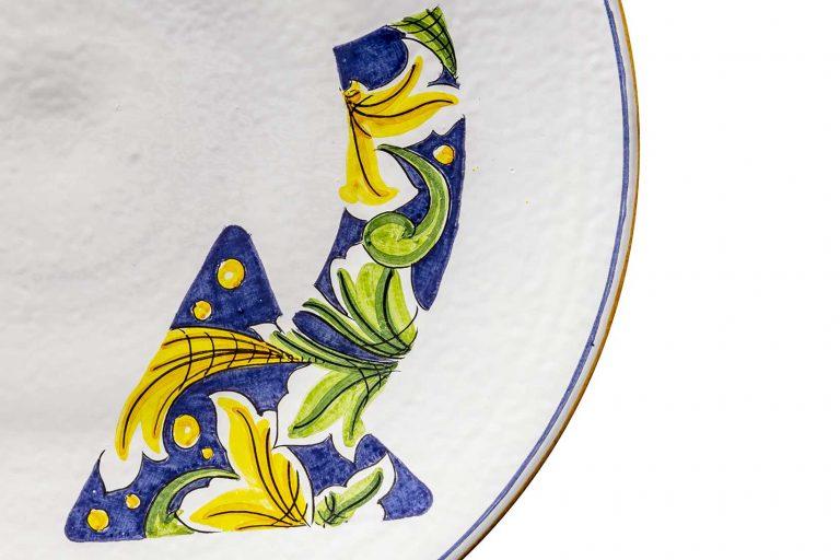 segnalEtica_Rotatoria_dettaglio01 _piatto ceramica maiolica decoro caltagirone pantoù ceramics